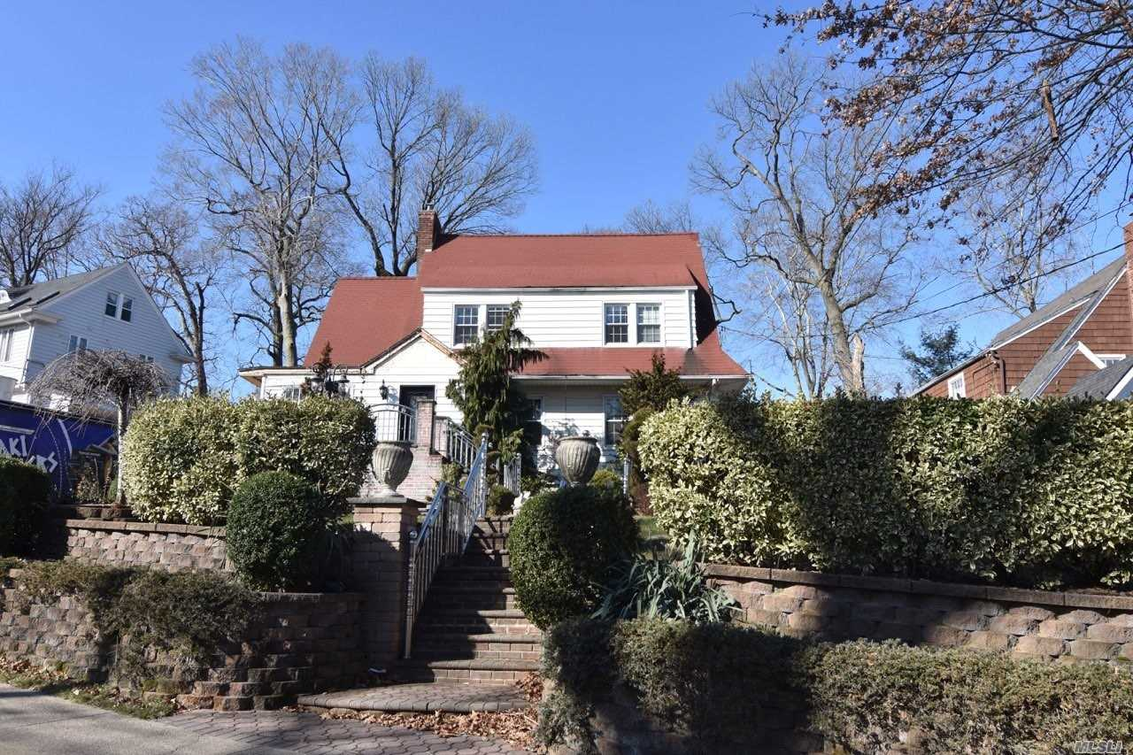 Residencial à venda em 49-32 Annadale Lane, Little Neck, NY ,11362  , EUA
