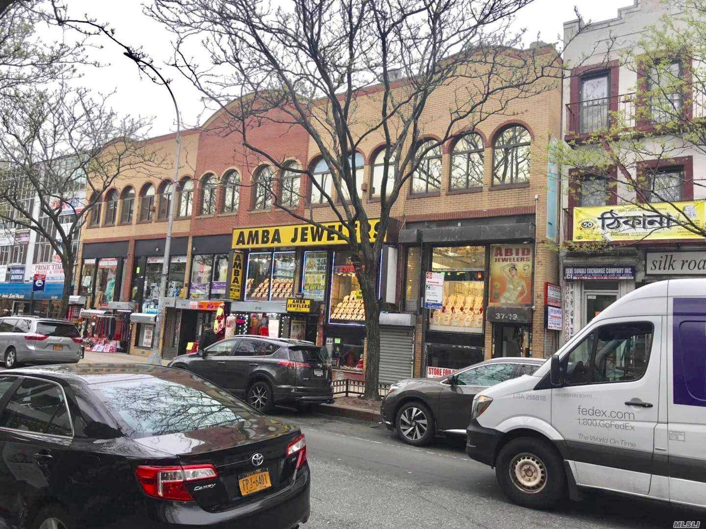 Comercial à venda em 37-13 74th St, Jackson Heights, NY ,11372  , EUA