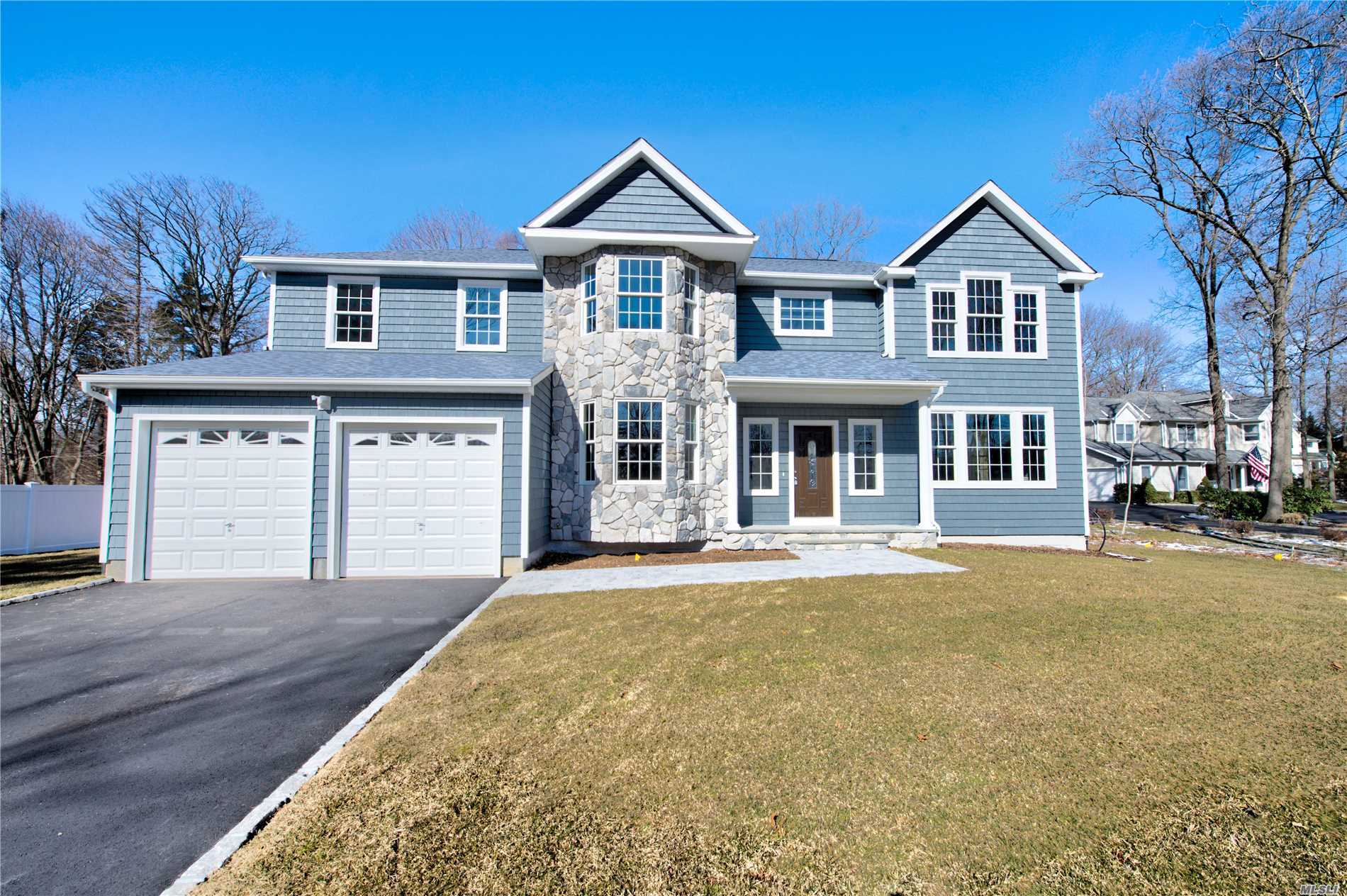 Residencial à venda em 227-B Old Commack Rd, Kings Park, NY ,11754  , EUA