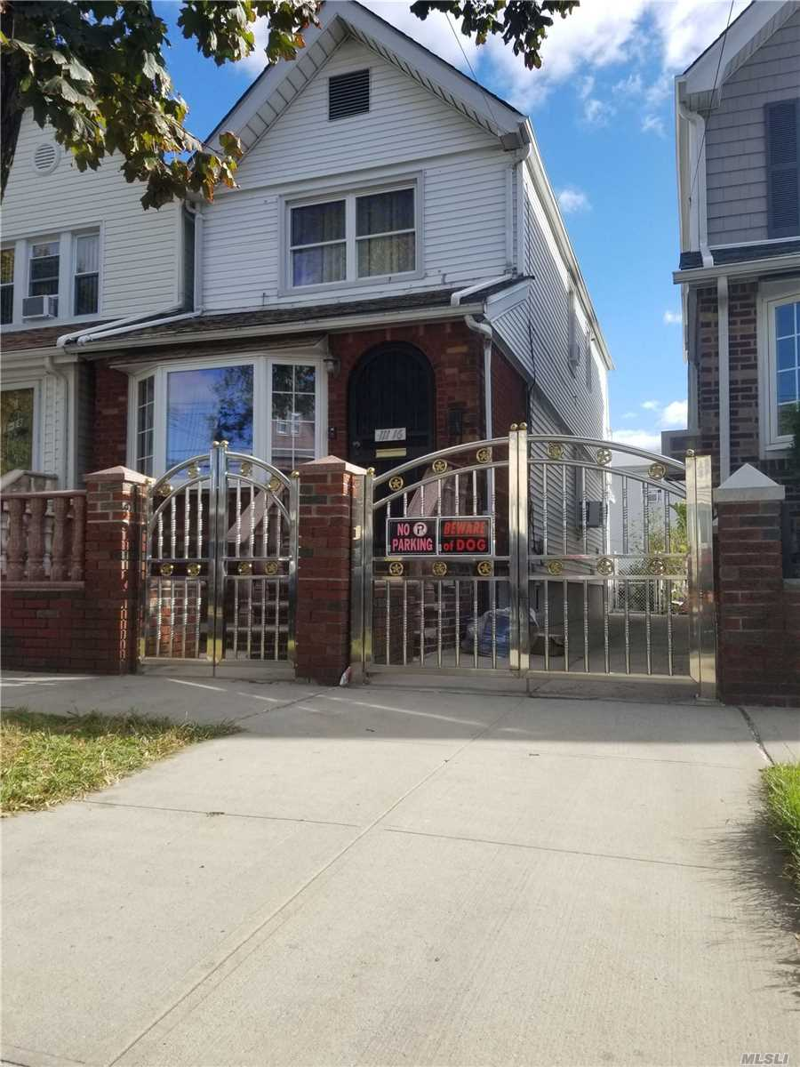 Residencial à venda em 111-16 103rd Ave, Richmond Hill S., NY ,11419  , EUA