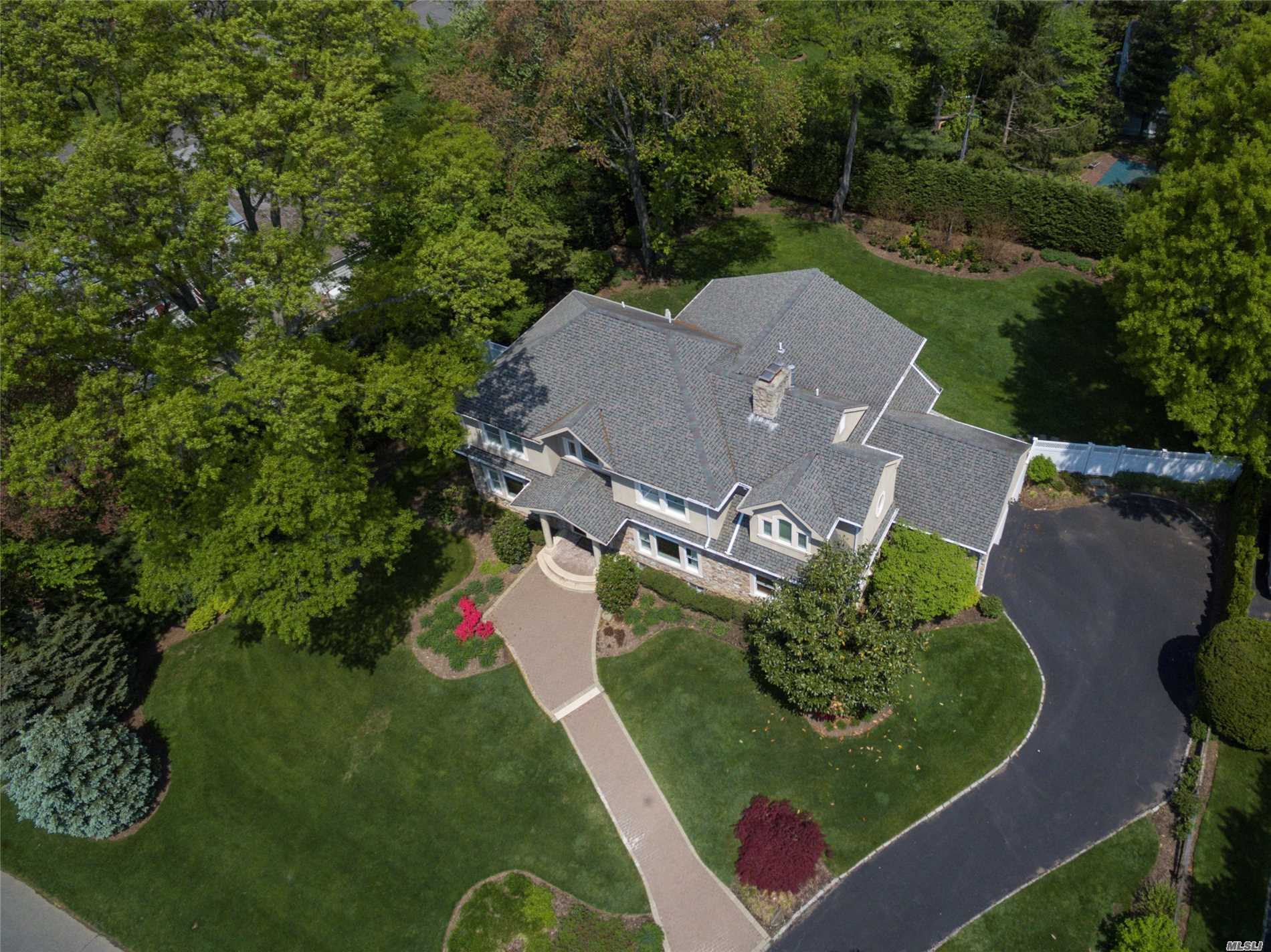 Residencial à venda em 4 Brookside Dr, Port Washington, NY ,11050  , EUA