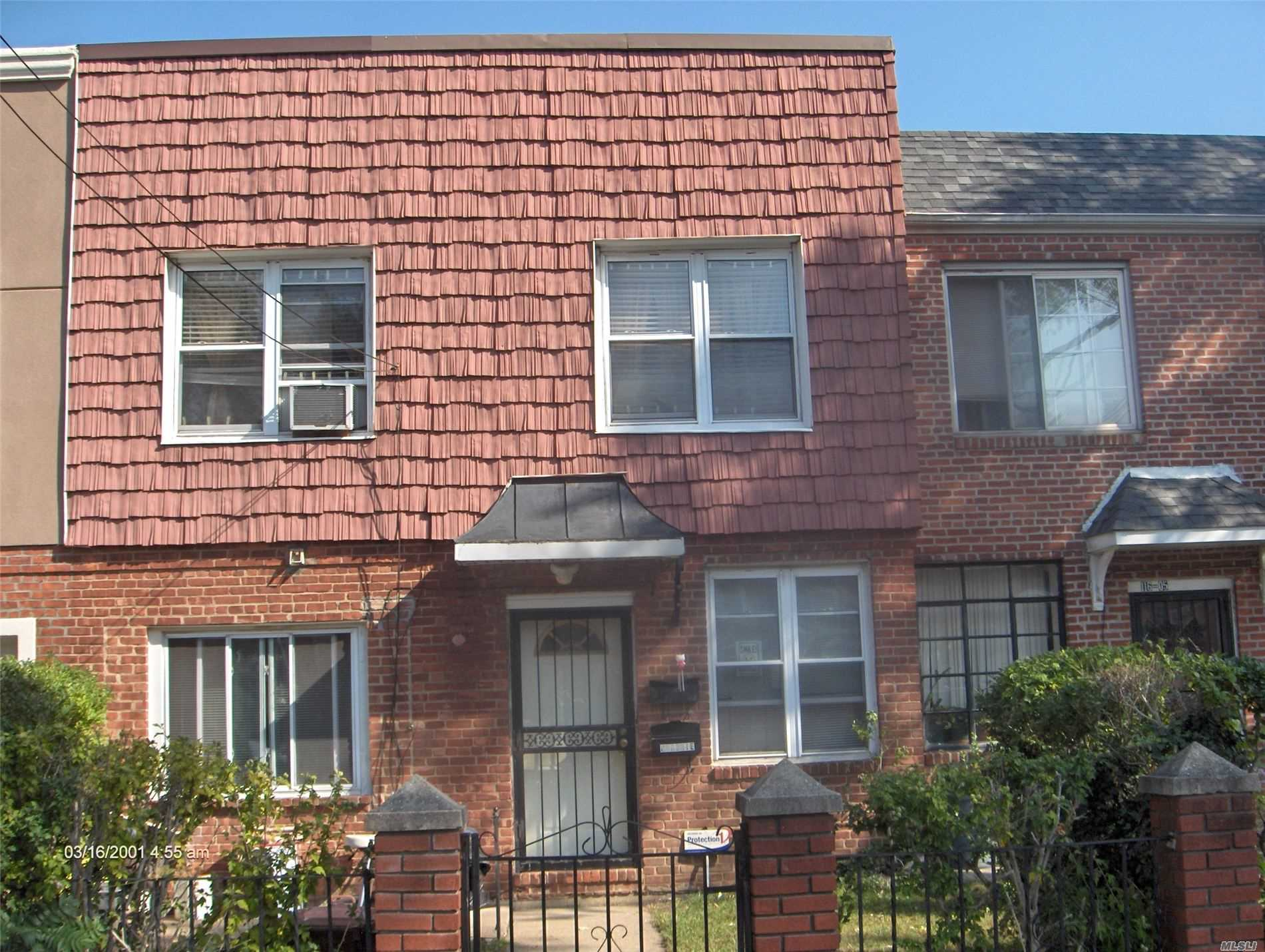 Residencial à venda em 116-03 Nashville Blvd, Cambria Heights, NY ,11411  , EUA