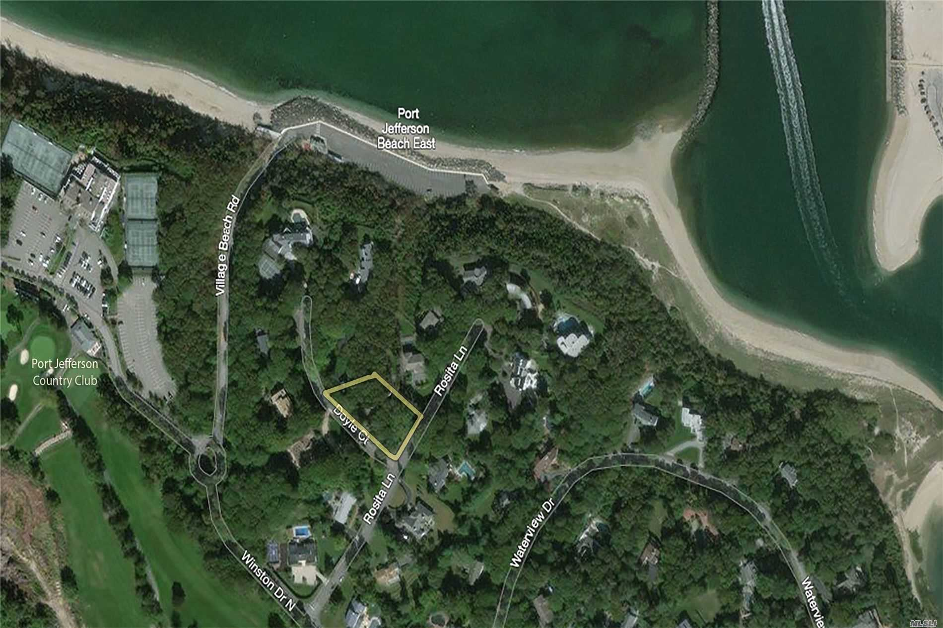 Residencial à venda em 2 Doyle Ct, Port Jefferson, NY ,11777  , EUA