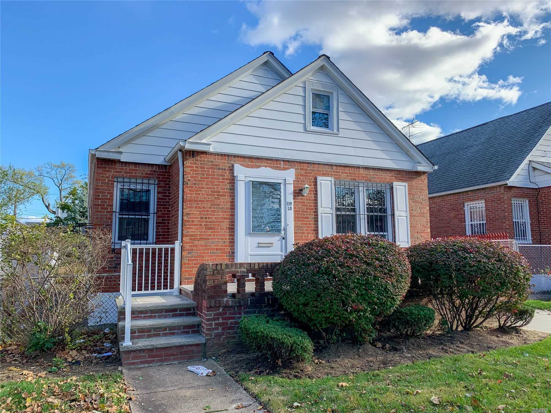 Residencial à venda em 119-13 235th St, Cambria Heights, NY ,11411  , EUA