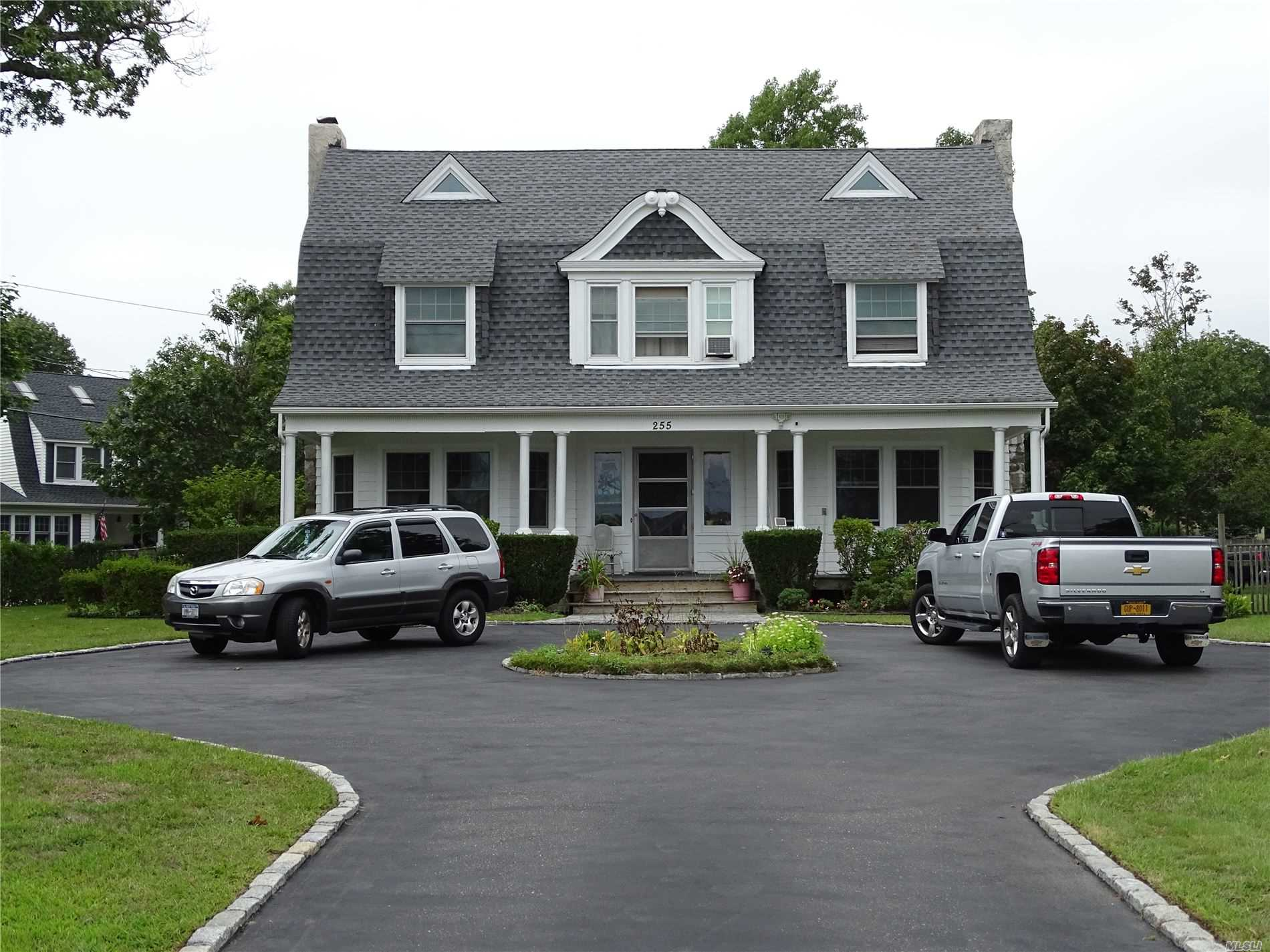 Residencial à venda em 255 Middle Rd, Blue Point, NY ,11715  , EUA