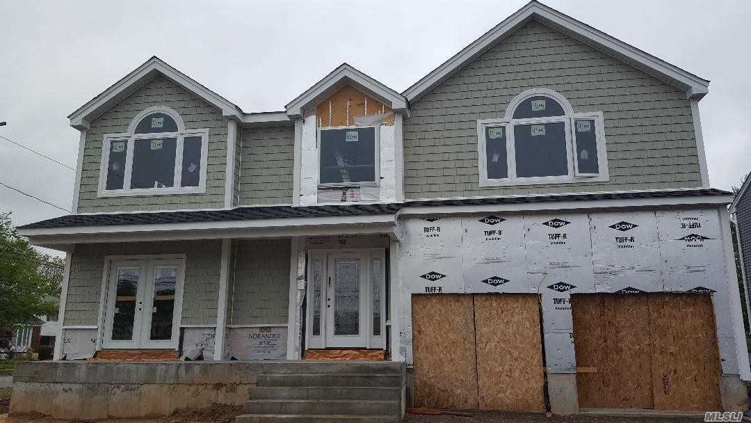 Residencial à venda em 3825 Waverly Ave, Seaford, NY ,11783  , EUA