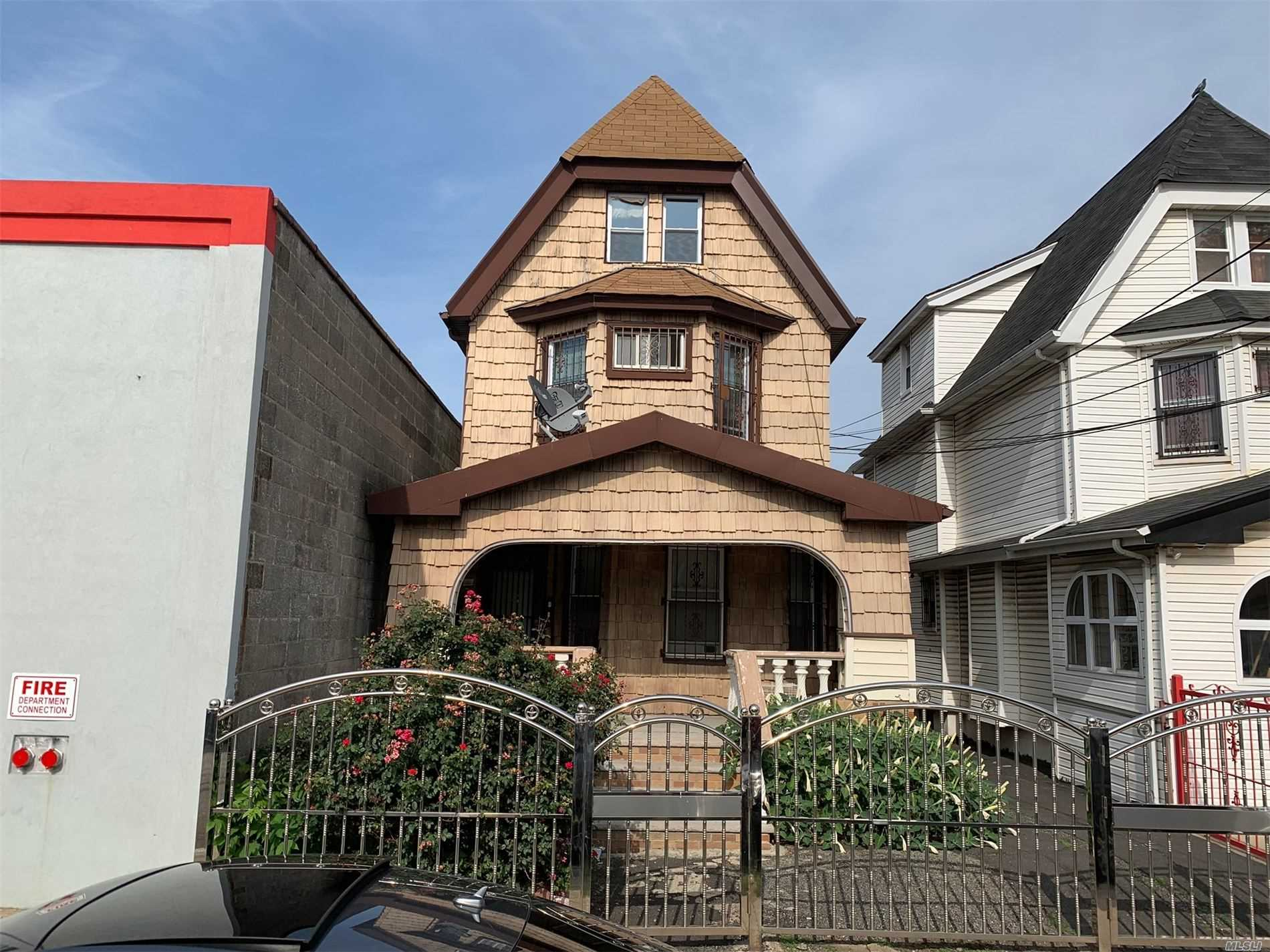 Residencial à venda em 94-11 134th St, Richmond Hill S., NY ,11419  , EUA