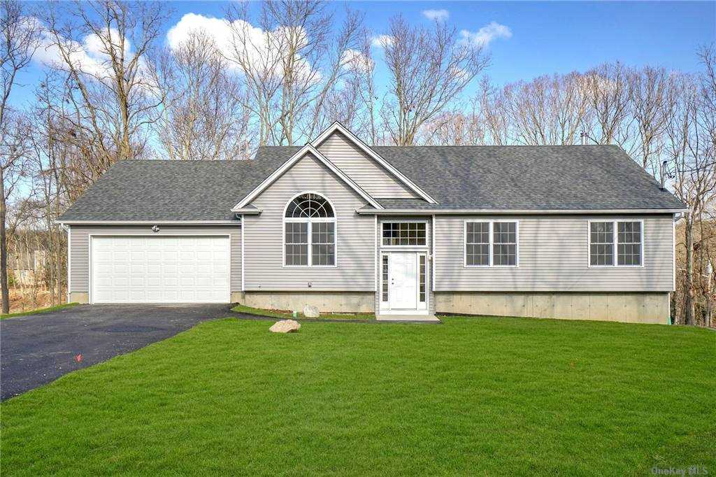 Residencial à venda em Lot 4 BLUE POINT Rd, Farmingville, NY ,11738  , EUA