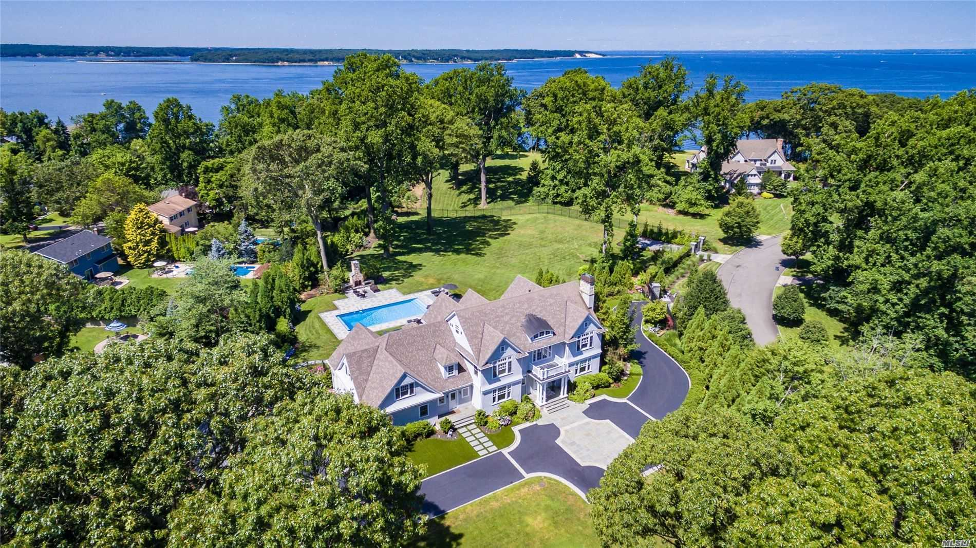 Residencial à venda em 300 Old Orchard Ct, Northport, NY ,11768  , EUA