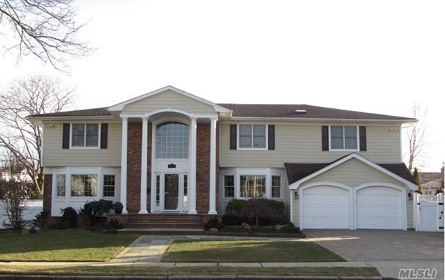 Residencial à venda em 14 Williams Dr, Massapequa Park, NY ,11762  , EUA