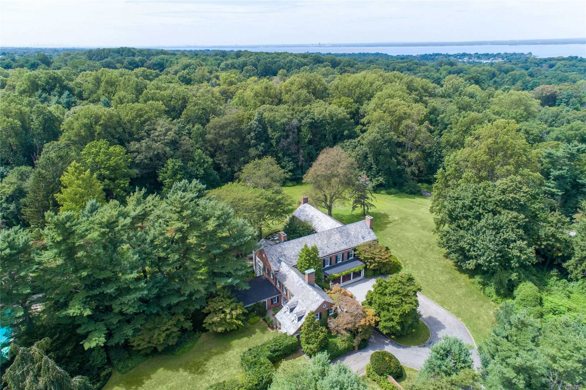 Residencial à venda em 291 Lattingtown Rd, Locust Valley, NY ,11560  , EUA