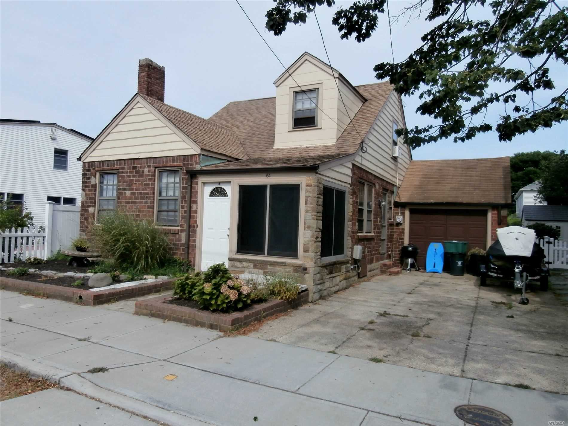 Residencial à venda em 64 Inwood Ave, Point Lookout, NY ,11569  , EUA
