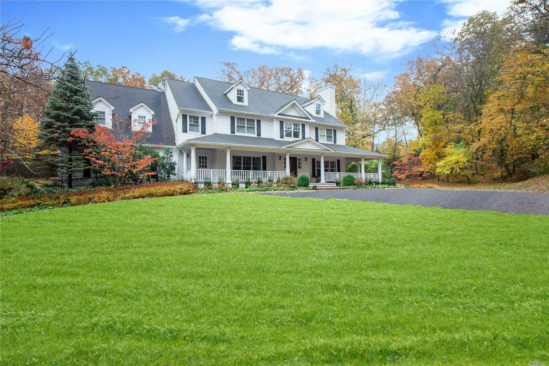 Residencial à venda em 1 Deering Court, Laurel Hollow, NY ,11791  , EUA