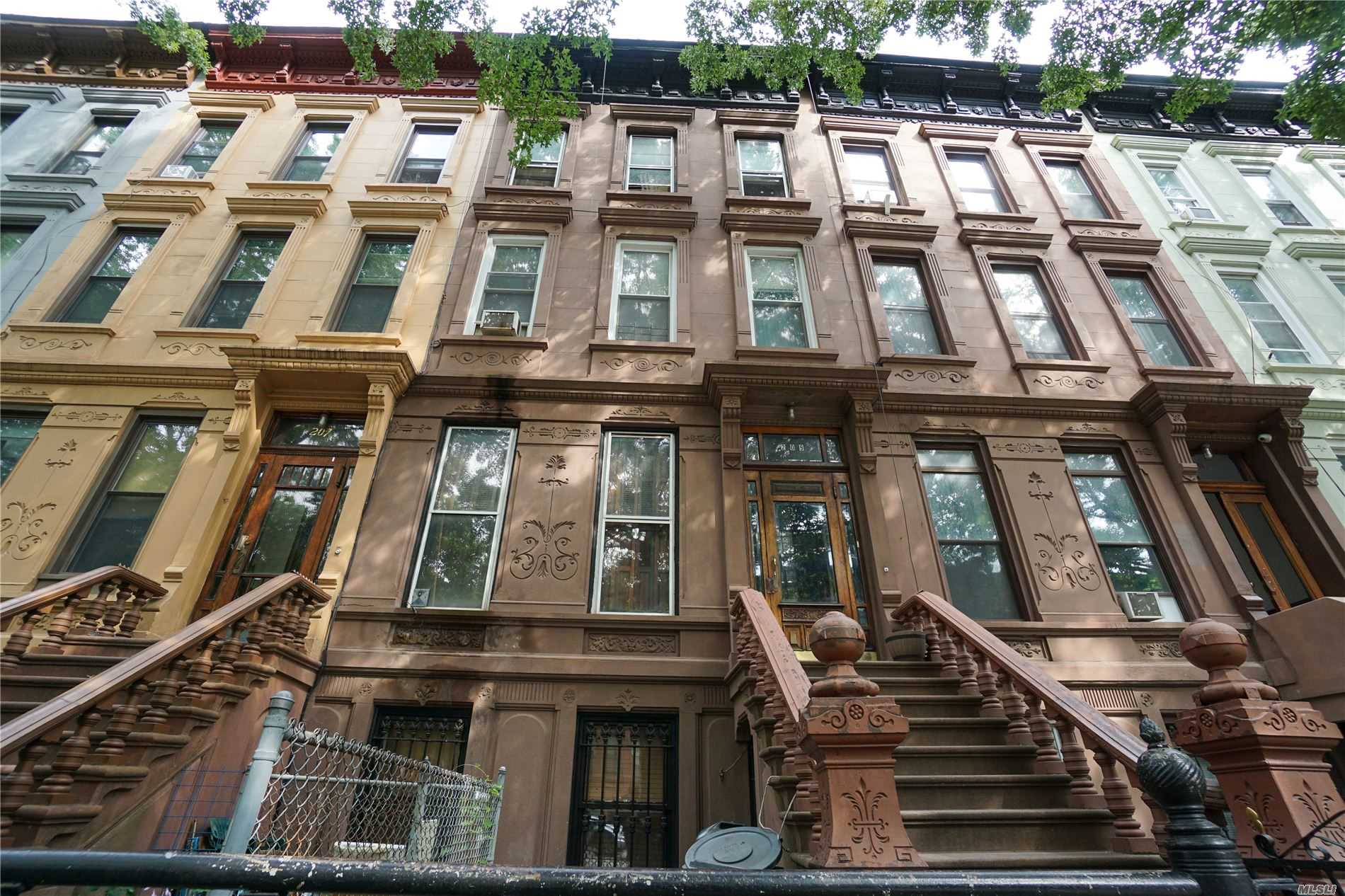 Residencial à venda em 209 Jefferson Ave, Brooklyn, NY ,11216  , EUA