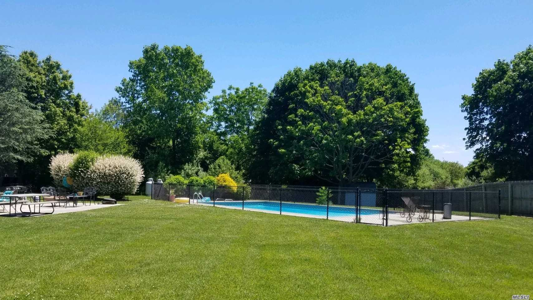 Residencial à venda em 2107 Sound Ave, Baiting Hollow, NY ,11933  , EUA