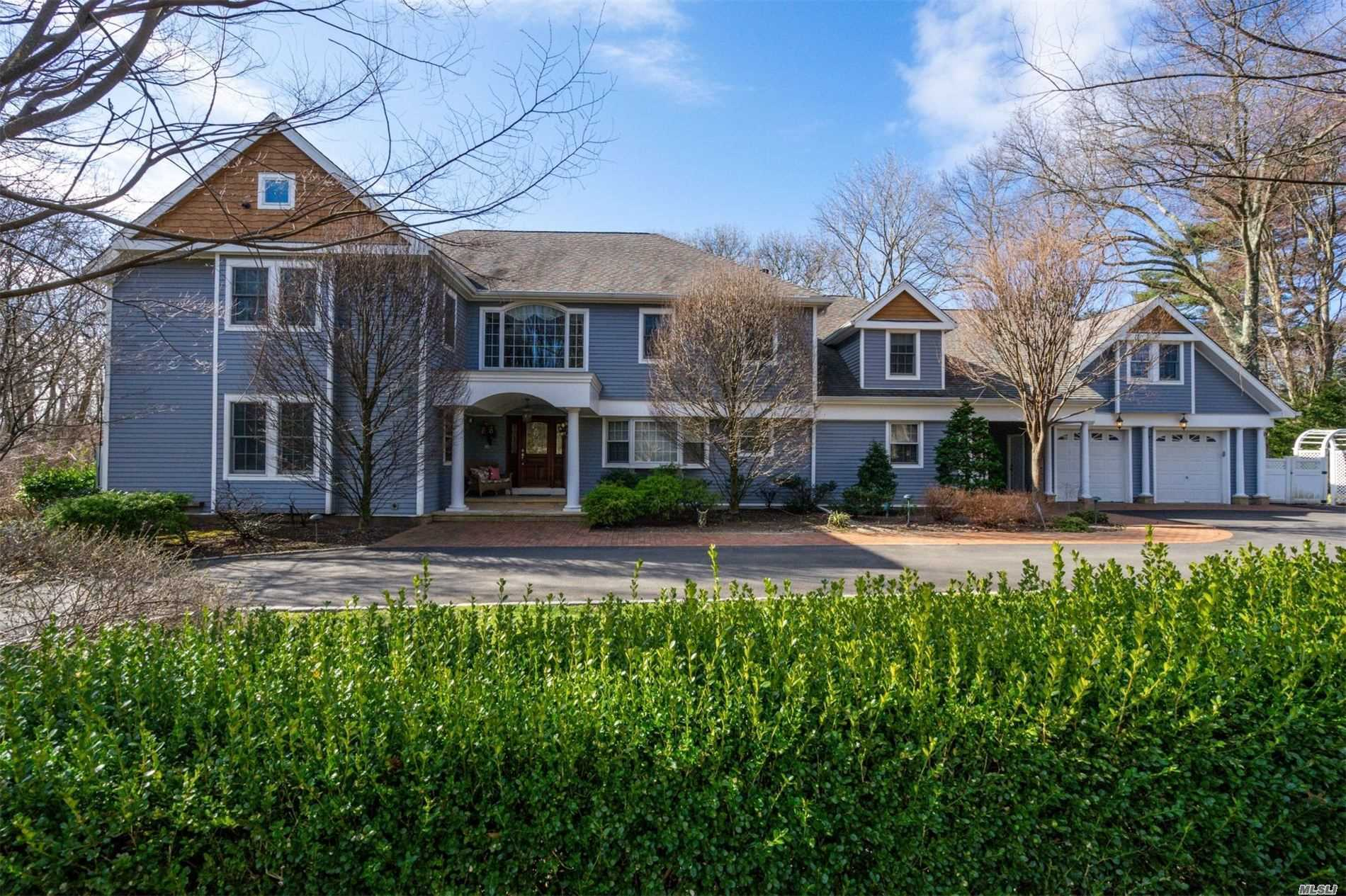 Residencial à venda em 28 Shady Lane, Laurel Hollow, NY ,11791  , EUA