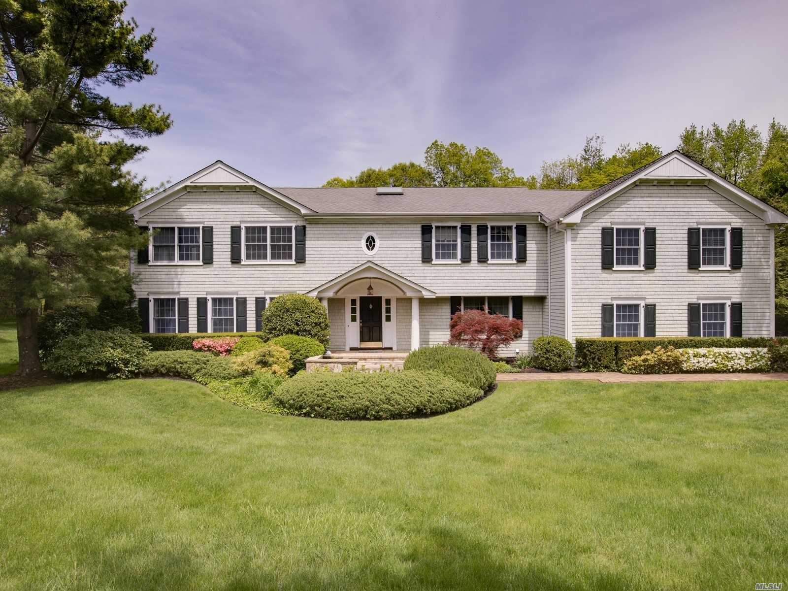 Residencial à venda em 30 Cedarfield Road, Laurel Hollow, NY ,11791  , EUA